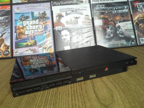 Play Station 2 + 10 CD + 1 Orijinal pult